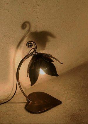 LAMPE FLEUR ET CŒUR EN FER