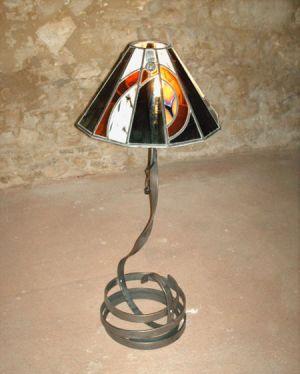 LAMPE FER PLAT ET VITRAIL