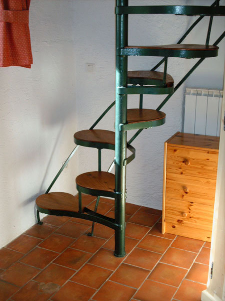 Stair treads, Japanese or Dutch, left foot/right foot, wooden steps