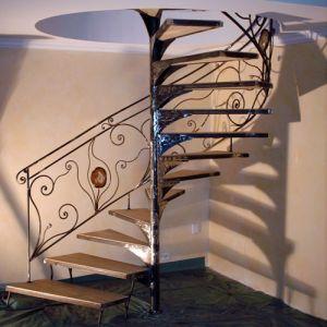 Escalier colimacon fer-forgé sertissage pierres semi-précieuses