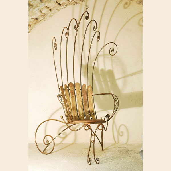 throne-iron-and-larch-wood-22m-tall-